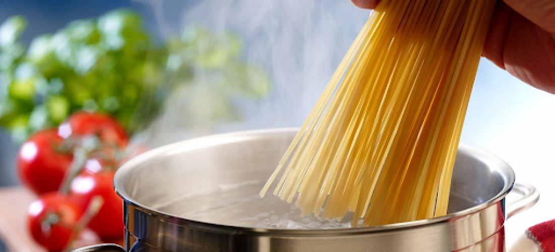 Discover the surprising benefits of pasta water!; Image via StockFood